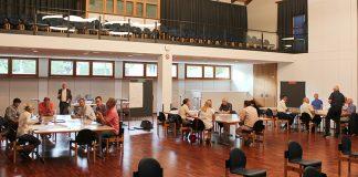 An drei verschiedenen Thementischen wurde über Zollikons Ortskernentwicklung diskutiert.
