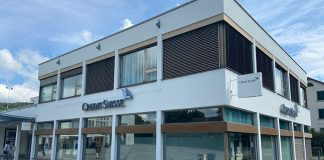 Gebäude der Credit Suisse in Zollikon