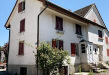 Das denkmalgeschützte Haus am Neuweg 3/5 im Zollikerberg ist verkauft worden. (Bild: ab)