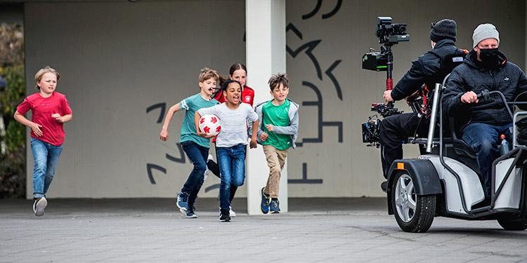Szene aus dem Werbedreh an der Zolliker Schule Buechholz. (Bild: zvg)