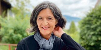 Claudia Cariboni ist mit Leib und Seele Eislauftrainerin und geniesst die Zolliker Lebensqualität. (Bild: ab)