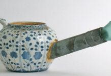 Unter anderem lädt Bernhard Schobiger scheinbar zu einem Tee ein. (Bild: zvg)