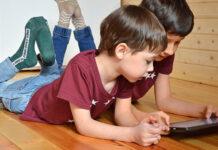 Wenn Kinder sich zurückziehen, sollten Eltern hellhörig werden und das Gespräch suchen. (Bild: pixabay)