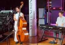 Die Künstlerin Jeanaine Jarret performte im Forum «Mittendrin bei Fröhlich» mit Dimitri Gamboni. (Bild: fd)